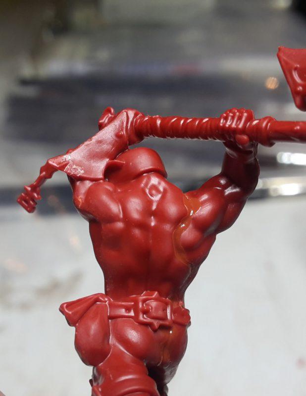 Préparation de la figurine - Collage 2